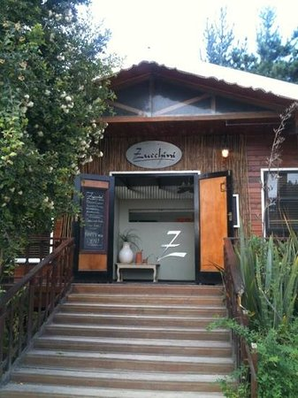 Zucchini Restaurant: Entrance