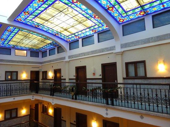 Hampton Inn & Suites Mexico City - Centro Historico: Il lucernaio in stile liberty con le porte delle stanze