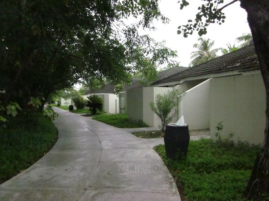 Paradise Island Resort & Spa: Beach villa, entry side