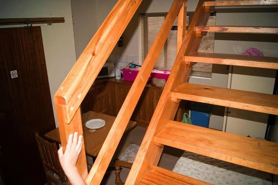 Dunn's Castle Guesthouse & Conference Centre : Stairs up to the loft area