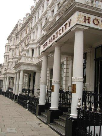 The Park City Grand Plaza Kensington Hotel : Hotel main entrance