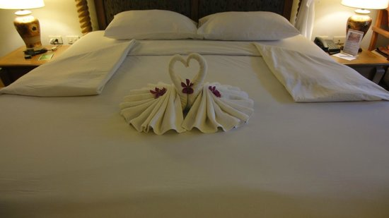 Vogue Resort & Spa Ao Nang: Decoration with towels