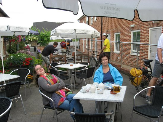 Three Swans Hotel: A very pleasant stay on the terrace of the hotel