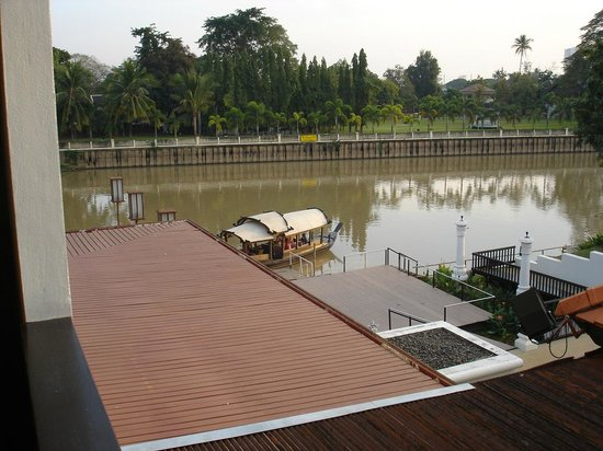 Ratilanna Riverside Spa Resort Chiang Mai: River view & resort cruise boat