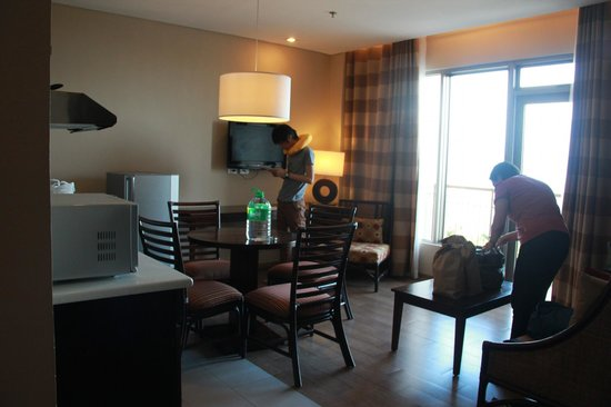 Summit Ridge Tagaytay: living room