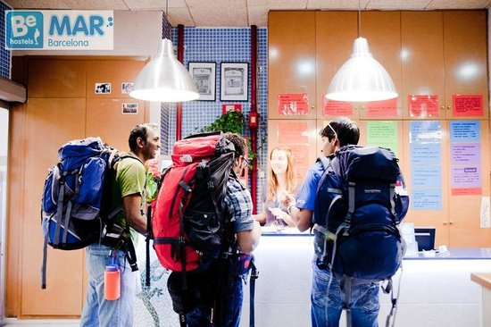 Be Mar  Barcelona Hostel: Reception open 24 hours!