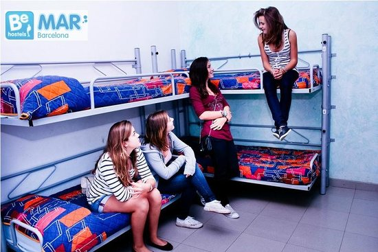 Be Mar  Barcelona Hostel: Make new friends!!