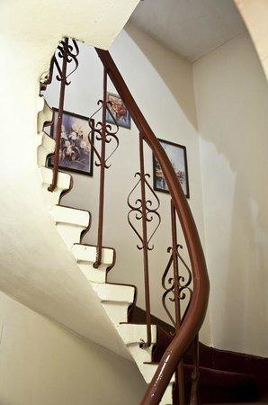 Ruyam Otel: Stairs
