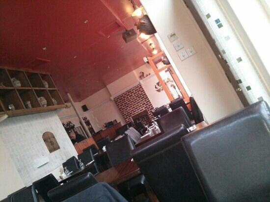 Konaki Greek Taverna: Konaki interior just after opening for lunch