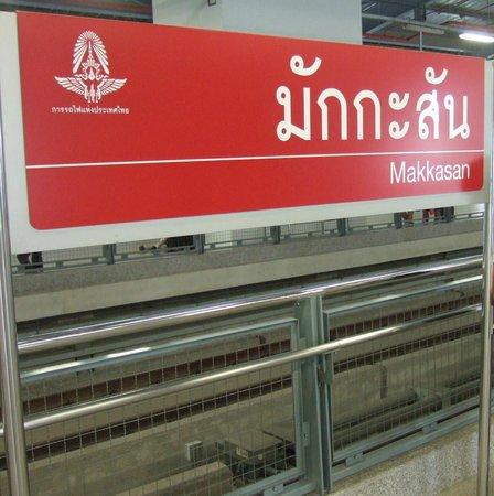 FX Hotel Metrolink Makkasan: Makkasan-Airport Rail Link station.