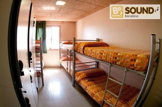 Be Sound Hostel : 8 Bedroom