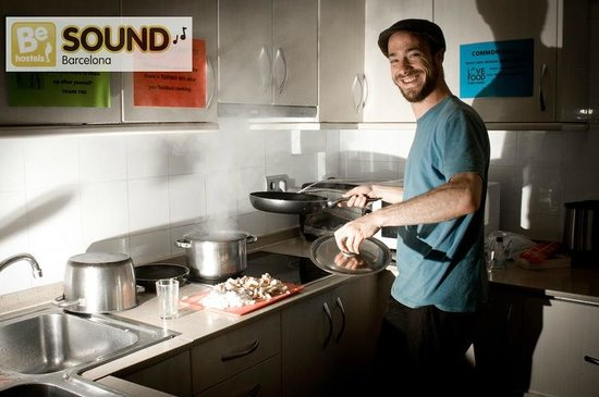 Be Sound Hostel : Fully equipped kitchen