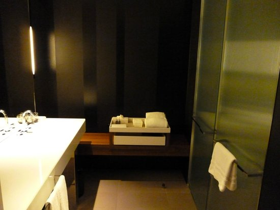 Crown Metropol Melbourne: Ultra modern bathrooms