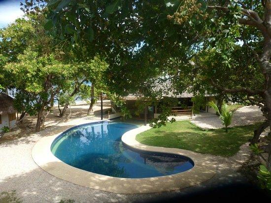 Cashew Grove Beach Resort: Вид на бассейн с веранды номера