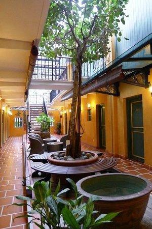 Yeng Keng Hotel: Courtyard