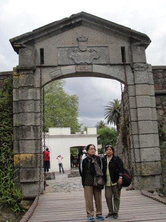 Hotel Leoncia: Porta de la ciudadela