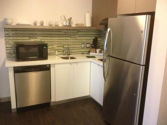 Element Miami International Airport: kitchenette area