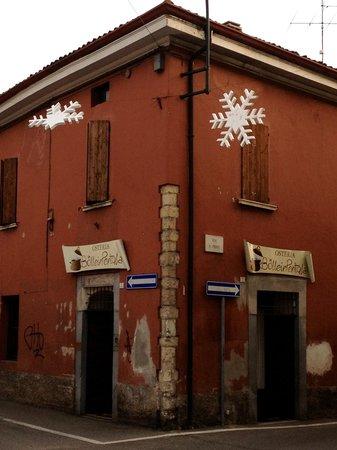 Bolleinpentola: Via Croce angolo via Caporalino. Nella zona molti parcheggi