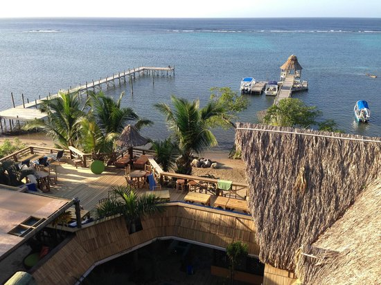 Tranquilseas Eco Lodge and Dive Center: Overlooking the sun terrace