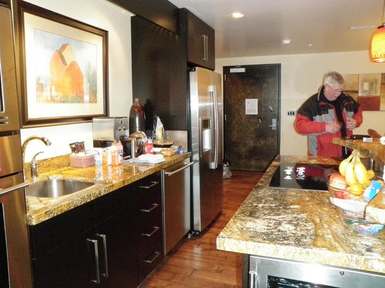 Main & SKY: kitchen in 207; leave the dirty dishes; housekeeping takes care of it
