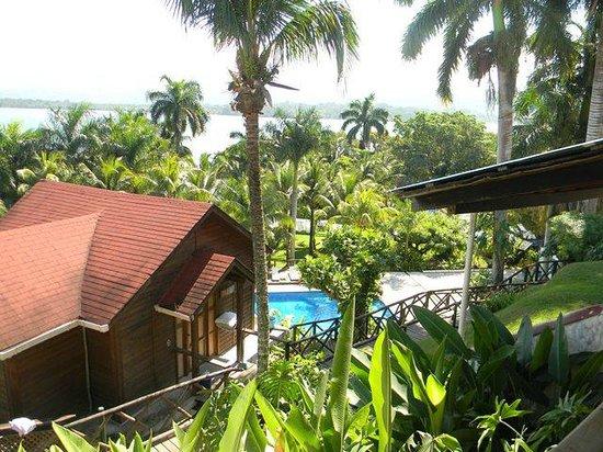 Hotel Villa Caribe: view of bay and pool