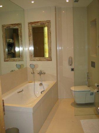 Meluha The Fern - An Ecotel Hotel, Mumbai: Awsome Bathroom