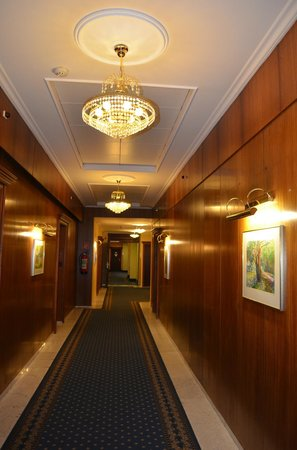 Hotel de France: hotel hall