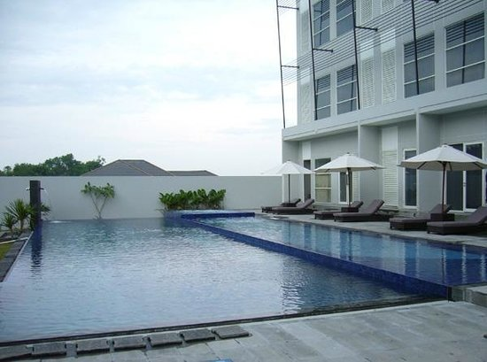 Grand Kecubung Hotel: Swimming pool
