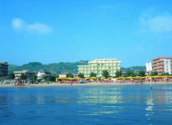Alba Adriatica, Italia: Splendida veduta dal mare