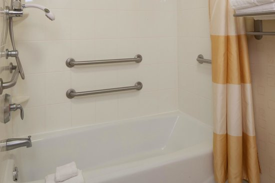 SpringHill Suites Columbus : Accessible Guest Bathroom