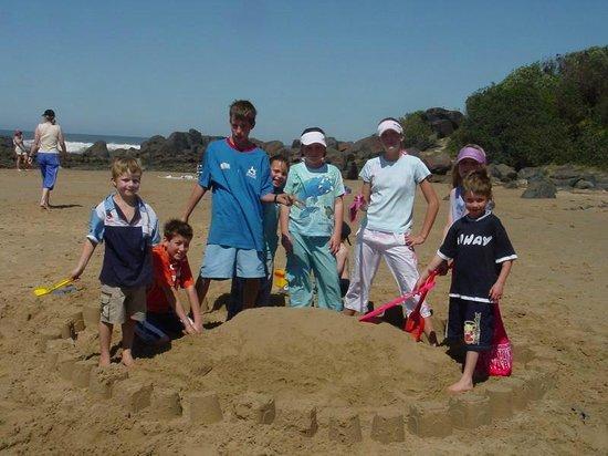 Kob Inn Beach Resort: Kids playground - seasand