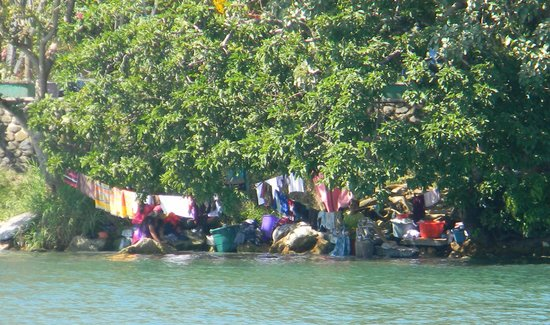 Hotel Backpackers : Women doing laundry beneath the bridge