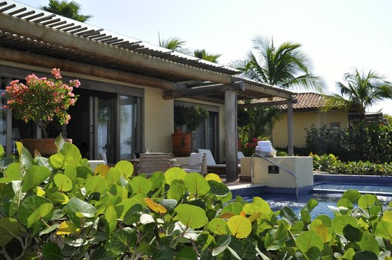 The St. Regis Punta Mita Resort: deluxe room with private pol