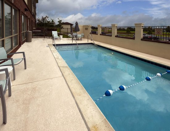 SpringHill Suites Lafayette South at River Ranch: Outdoor Pool