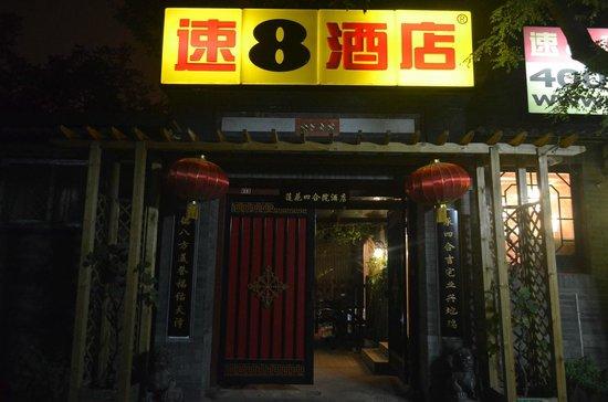 Lotus Courtyard Hotel: Signage at night time