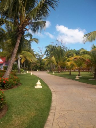 Caribe Club Princess Beach Resort & Spa: Chemin de la réception aux chambres