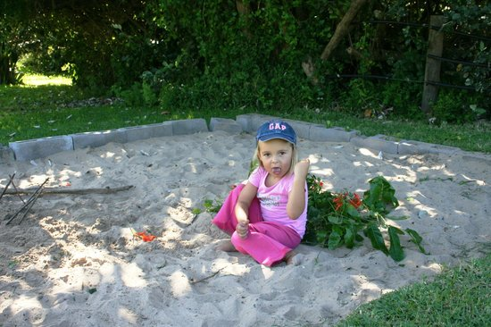 Kob Inn Beach Resort: Sandpit for the little ones