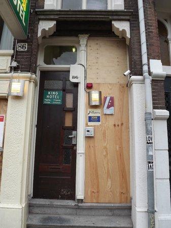 King Hotel: Entrance