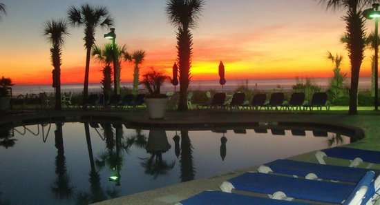Long Bay Resort: Sunrise by the pool
