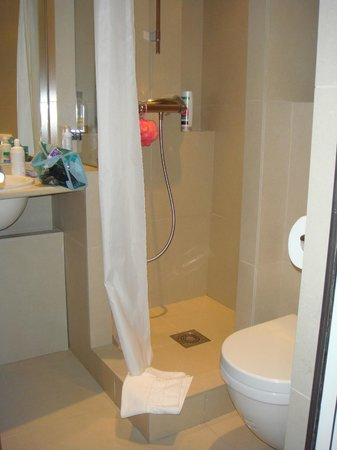 Central Hotel Paris: bathroom