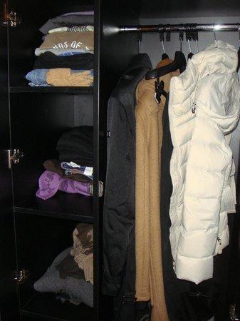Central Hotel Paris: closet