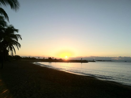 Hilton Ponce Golf & Casino Resort: Sunrise from the Beach