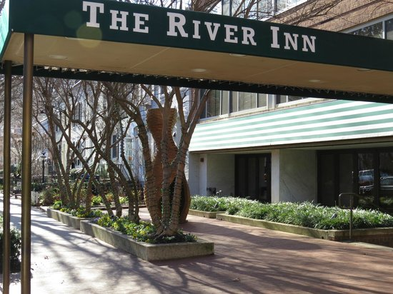 The River Inn: Entrada