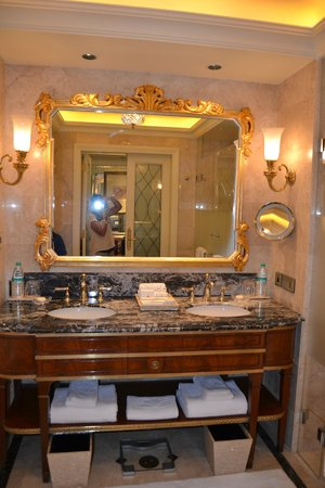 The Leela Palace New Delhi: Bagno