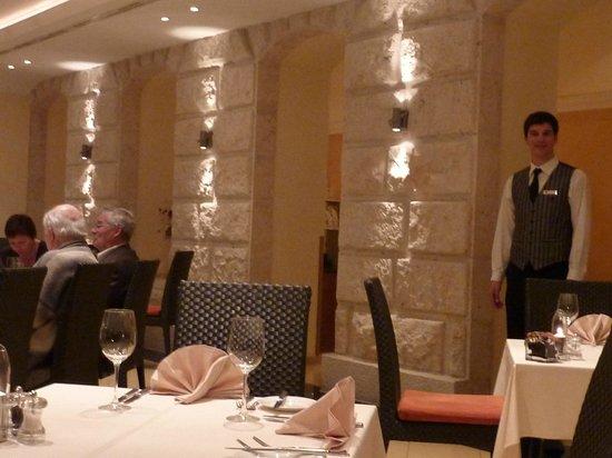 Hilton Imperial Dubrovnik:                   Hilton Imperial Porad Restaraunt