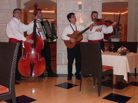 โรงแรมฮิลตัน อิมพีเรียล ดูบรอฟนิก:                   Hilton Imperial Porad Restaraunt