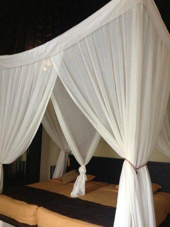 Nike Villas: 真ん中の仕切りカーテンのおかげで、個室のような寝心地の良さがあります