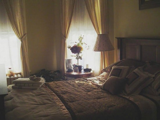 Marquis Manor Bed and Breakfast: Coco Suite