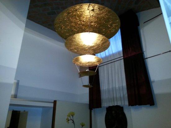 Il Convento dei Fiori di Seta: Guestroom Chandelier