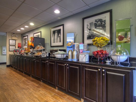 Hampton Inn Kingsport: Breakfast Bar